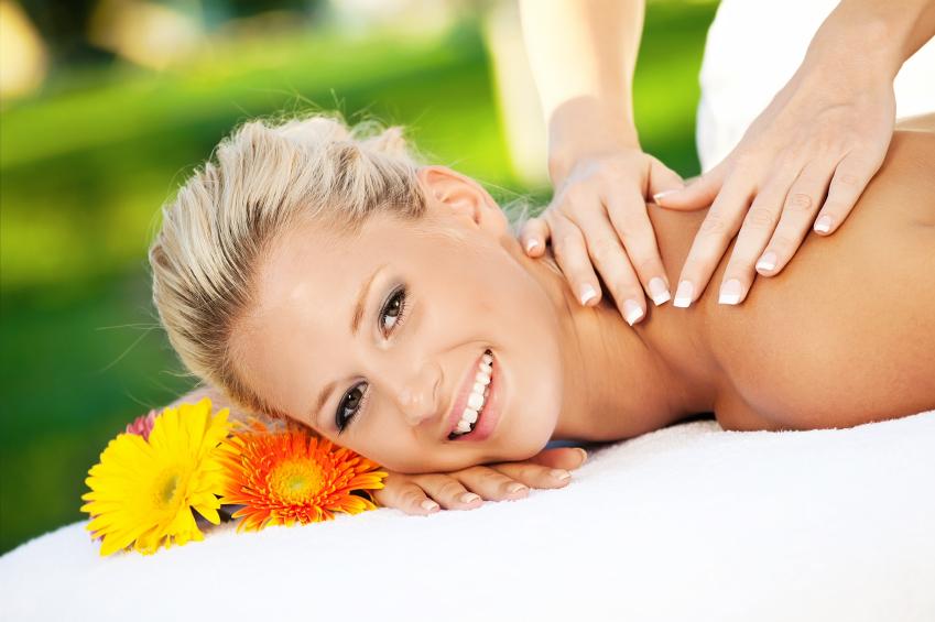 welche massagearten es gibt und wie eine massage auf deinen k rper wirkt. Black Bedroom Furniture Sets. Home Design Ideas