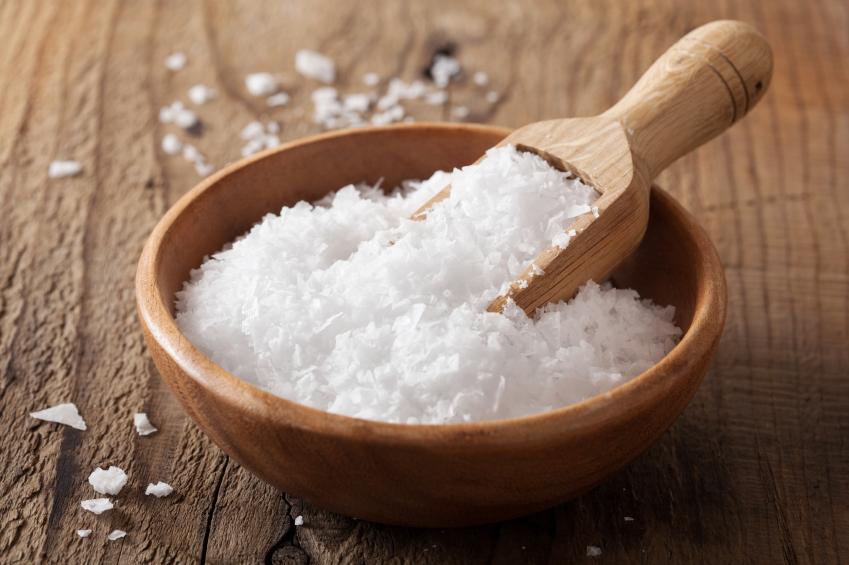 Welche verschiedenen Salze es gibt, worin Salz überall enthalten ist, wie es genau auf deinen Körper wirkt und welche gesunden Alternativen es zu Salz gibt