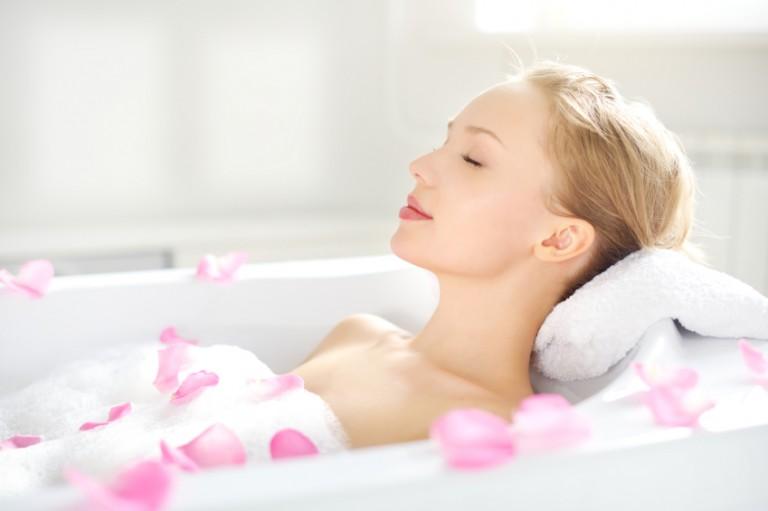 Wie du ein Entspannungsbad selber machst und damit ein Verwöhnprogramm für deinen Körper schaffst