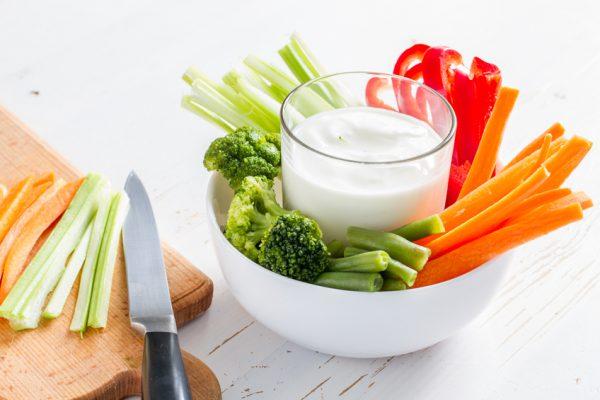Schnelle gesunde Rezepte: Gemüsesticks-Rezept mit Dip